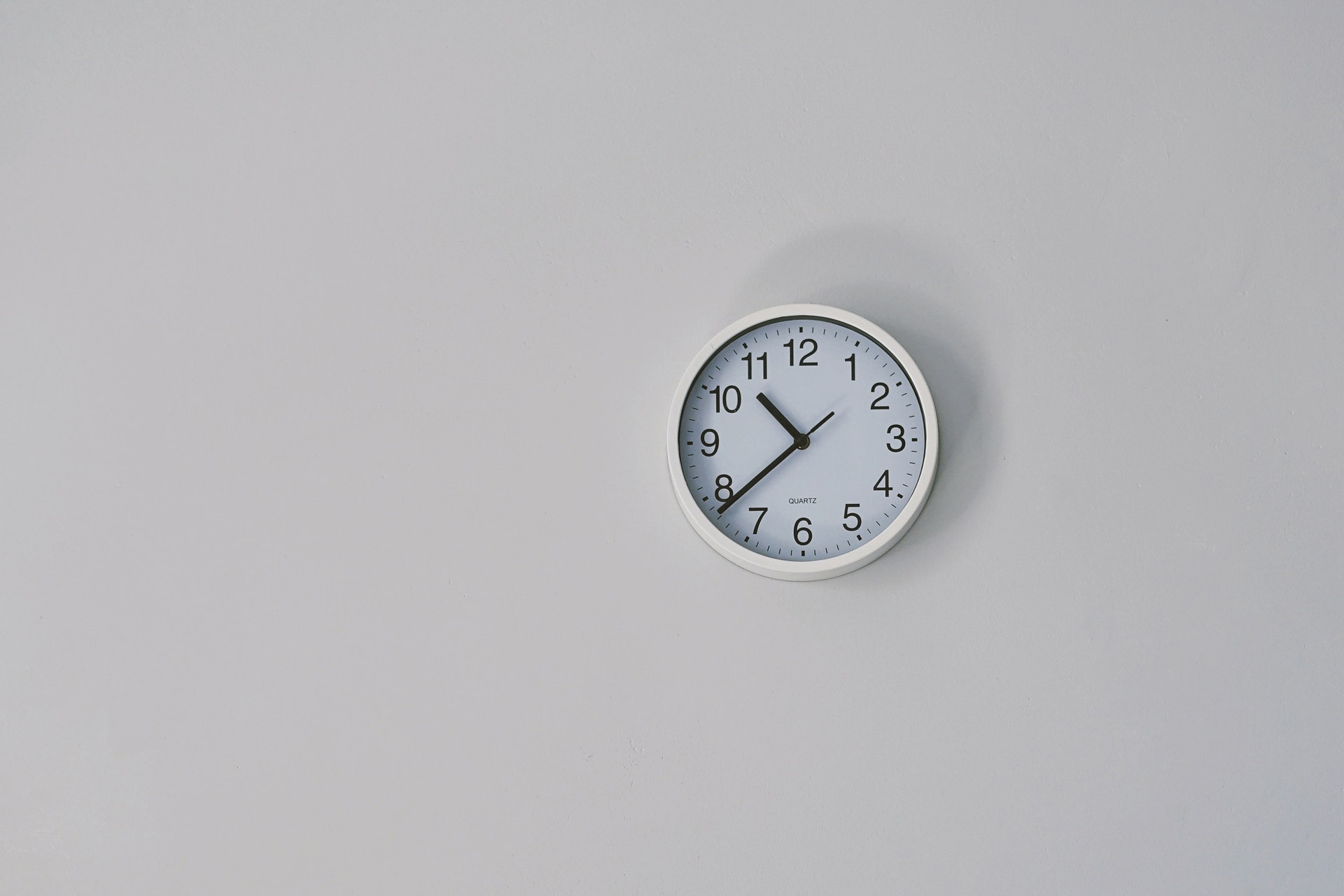 Kellokuva, aukioloajat ja kotisivujen merkitys yritykselle.